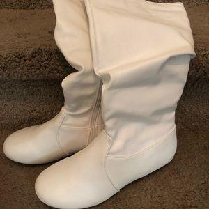 Shoes - Sz 61/2 white boots